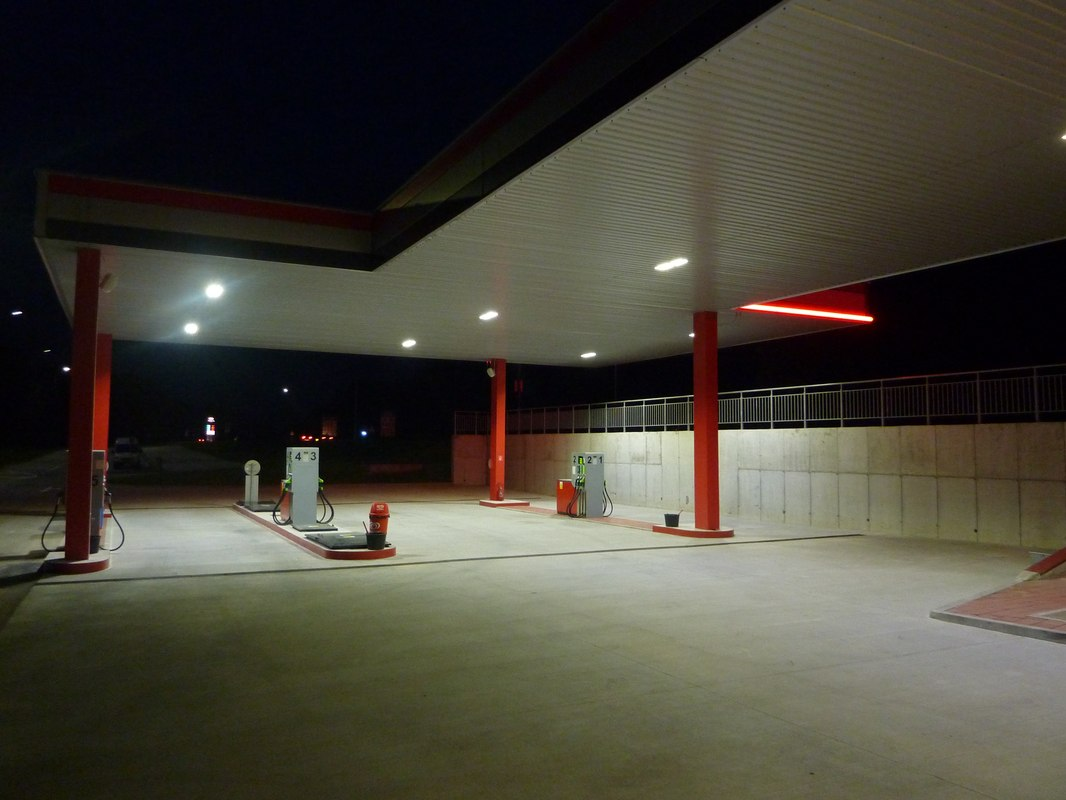 LEADER LIGHT illuminates Holíc Truck Centre 6